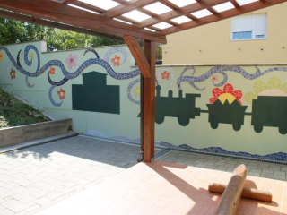 Mural - mozaik na terasi vrtića